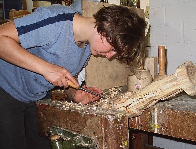 trommelbauer leitung einer holzwerkstatt in der jugendarbeit. Black Bedroom Furniture Sets. Home Design Ideas